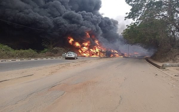 VIDEO: Here's The Moment 33,000 Litre Fuel Laden Tanker Exploded In Ogun - Vantage News Nigeria
