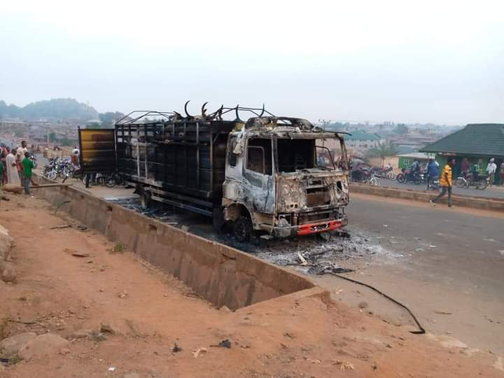 PHOTOS: Angry Youths Burn Truck Loaded With Cows - Vantage News Nigeria
