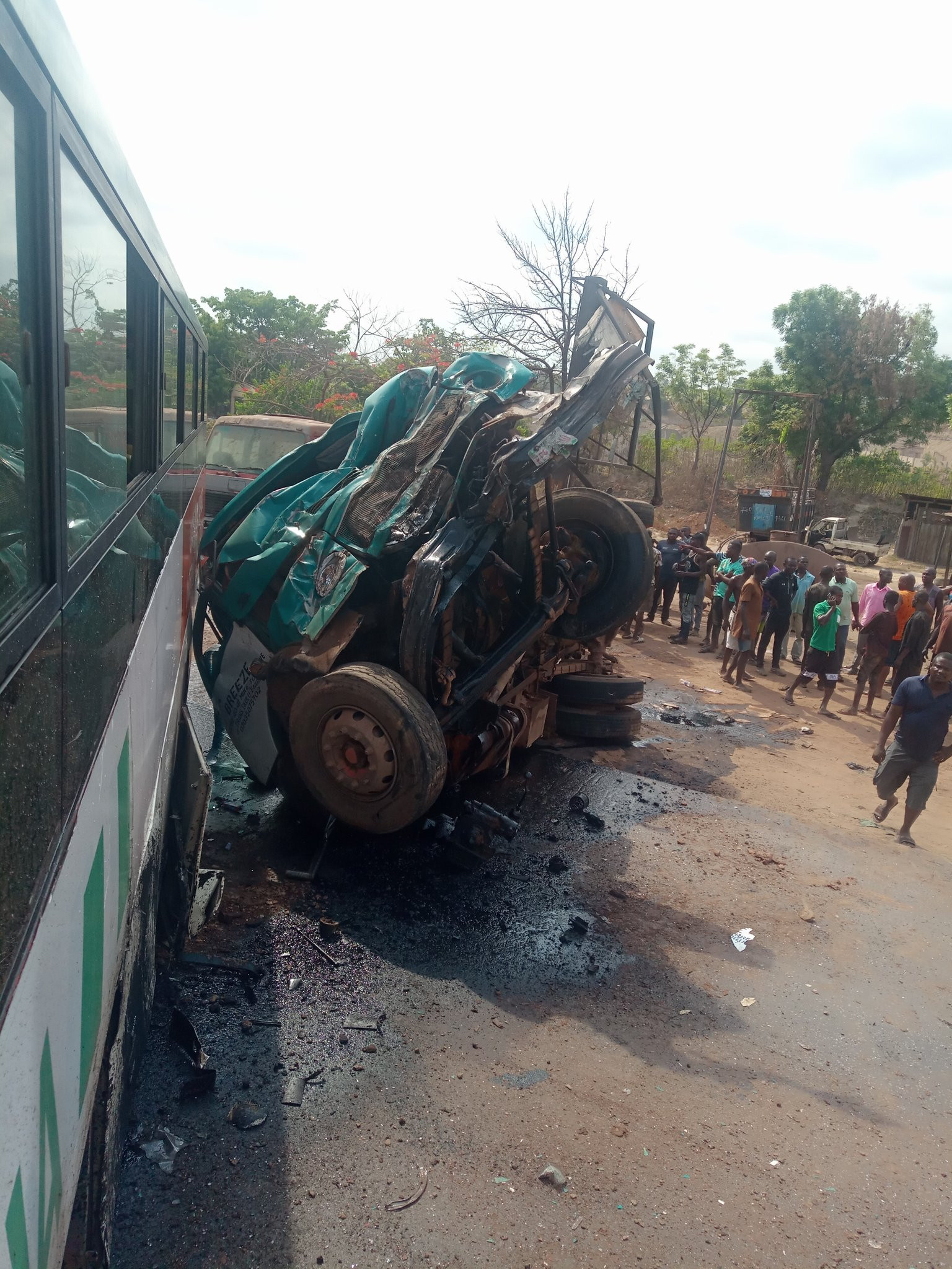 PHOTOS: Akwa United Football Team Involved In Accident In Enugu; Players, Officials Injured - Vantage News Nigeria