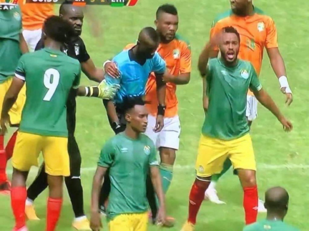 Photos: Ghanaian Referee Collapses While Officiating AFCON Qualifier - Vantage News Nigeria