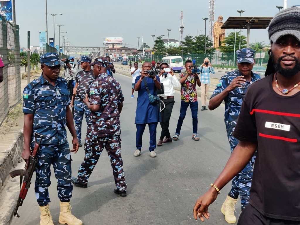 Breaking: Police Scatter Lagos June 12 Protesters With Tear Gas (Photos) - Vantage News Nigeria